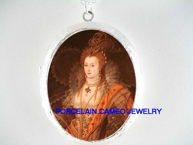 JEWELED QUEEN ELIZABETH PORCELAIN CAMEO LOCKET