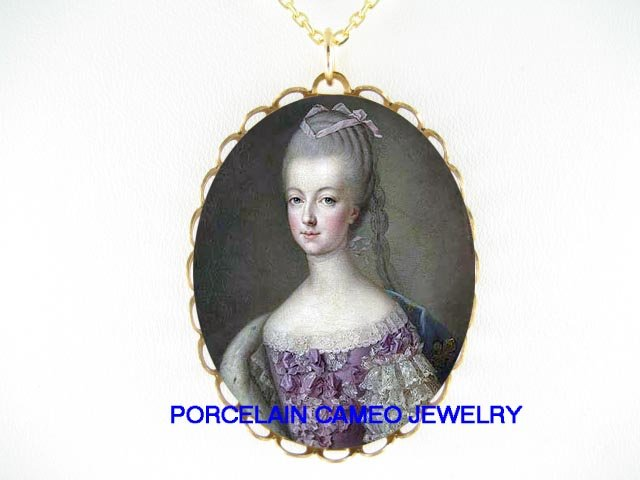 PURPLE QUEEN MARIE ANTOINETTE PORCELAIN CAMEO NECKLACE