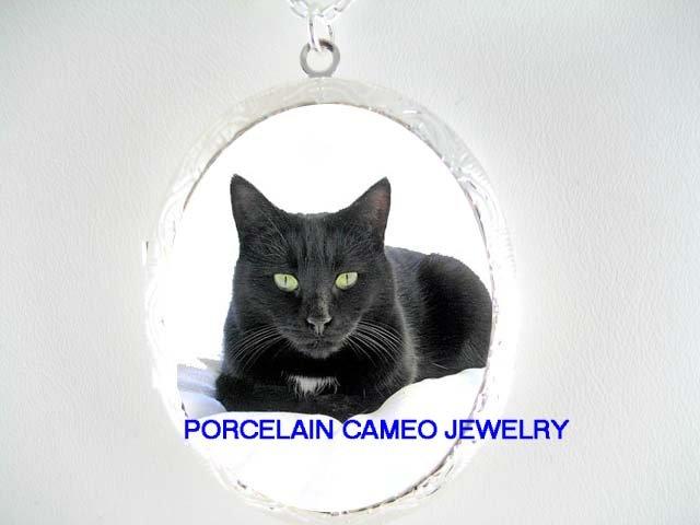 GREEN EYES BLACK CAT PORCELAIN CAMEO LOCKET NECKLACE