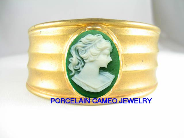 IRISH GREEN PONY TAIL LADY VINTAGE CAMEO ANTIQUE BRACELET