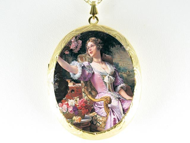 RENAISSANCE YOUNG lady with rose  *  CAMEO PORCELAIN LOCKET NECKLACE