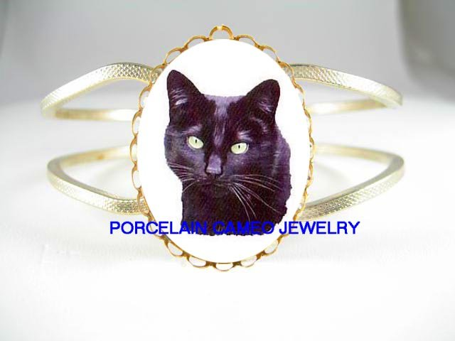 GREEN EYES BLACK CAT PORCELAIN CAMEO ANTIQUE BANGLE HINGED BRACELET