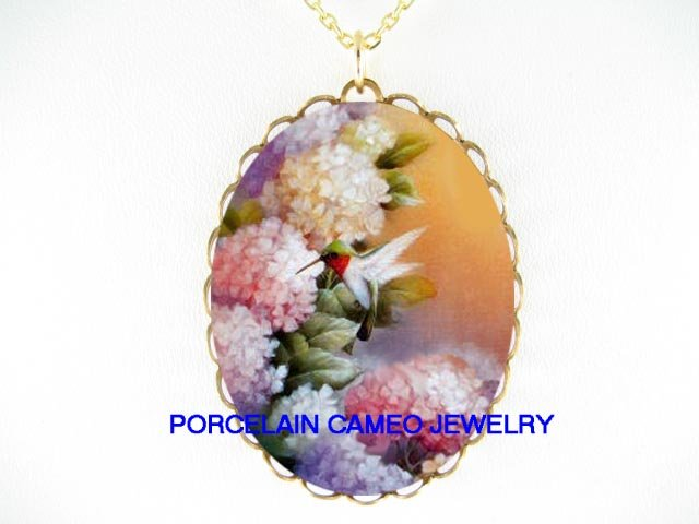 HUMMINGBIRD WITH HYDRANGEA* CAMEO PORCELAIN NECKLACE
