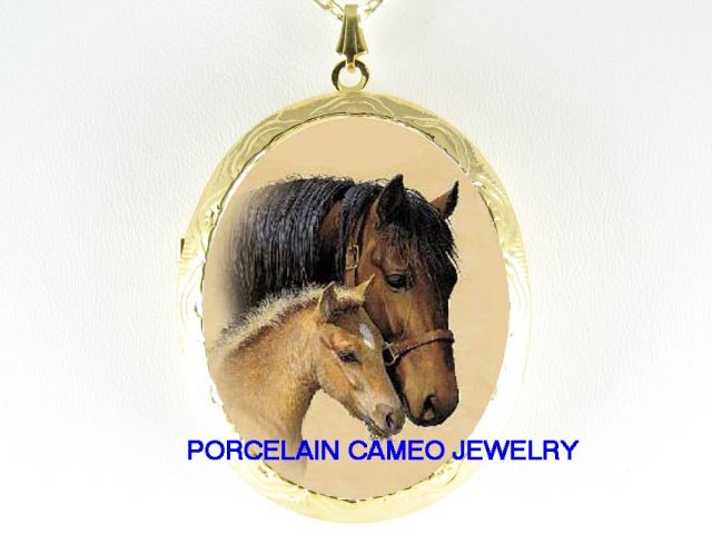 MARES & FOAL HORSE KISSING CUDDLING PORCELAIN CAMEO LOCKET NK
