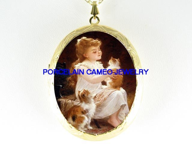 VICTORIAN GIRL PLAYING TWO KITTY CAT CAMEO PORCELAIN LOCKET NECKLACE