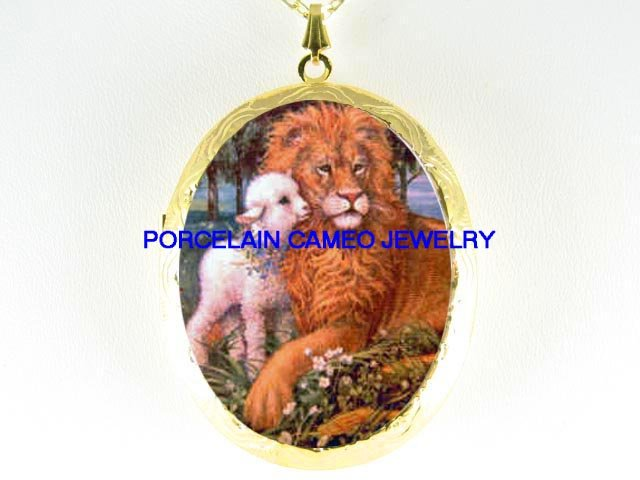 CHRISTIAN LION KISSING LAMB PORCELAIN CAMEO LOCKET NK