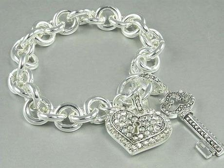 JUICY COUTURE CRYSTAL LOVE HEART KEY CHARM BRACELET