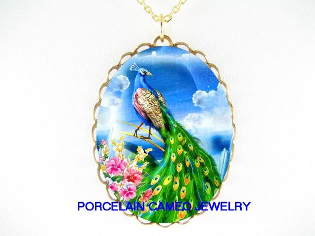 RARE PEACOCK BIRD PINK PANSY PORCELAIN CAMEO NECKLACE