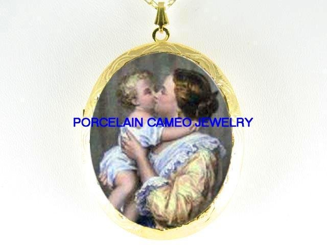 VICTORIAN MOTHER KISSING BABY *  CAMEO PORCELAIN LOCKET NECKLACE