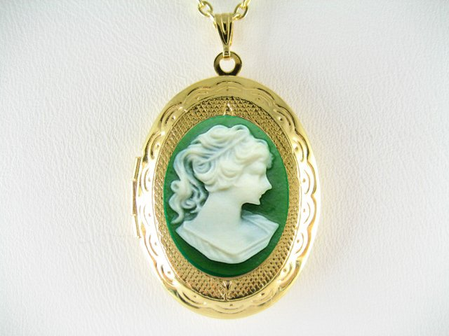 VINTAGE VICTORIAN 3D GREEN PONYTAIL LADY CAMEO LOCKET NECKLACE