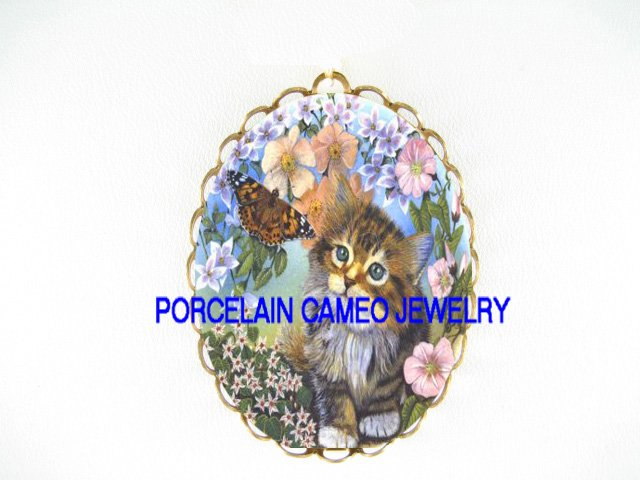 KITTY CAT CHASING BUTTERFLY*  CAMEO PORCELAIN PENDANT/PIN BROOCH