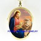 CHRISTIAN JESUS LION AND LAMB PORCELAIN CAMEO LOCKET NK