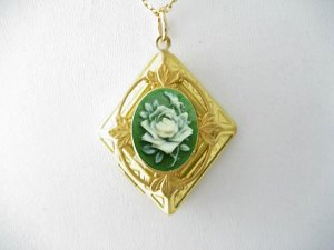 GREEN ROSE CAMEO VINTAGE ANTIQUE DIAMOND SHAPE LOCKET