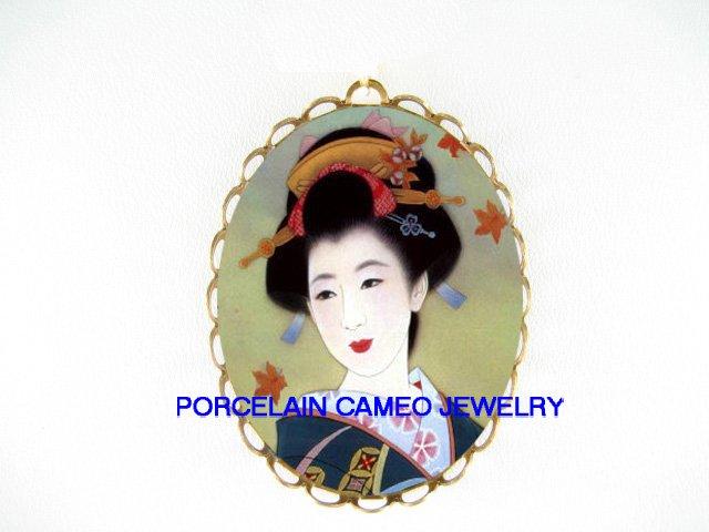 JAPAN GEISHA LADY MAPLE CAMEO PORCELAIN PENDANT/PIN BROOCH