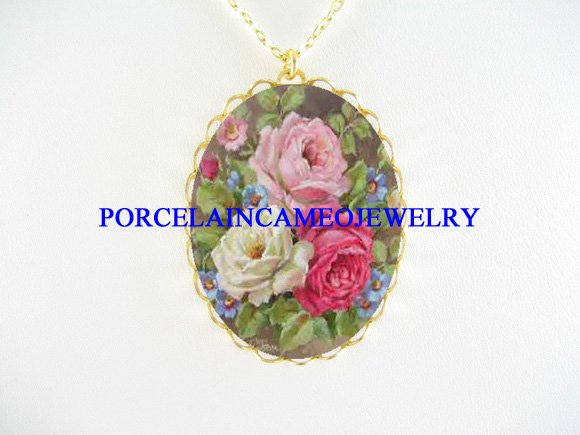 3 ROSES FORGET ME NOT BOUQUET PORCELAIN CAMEO NECKLACE