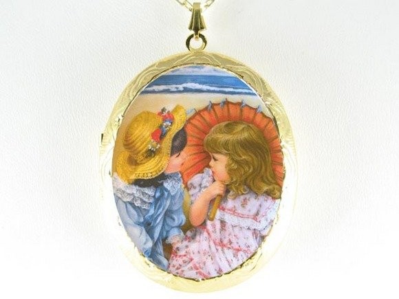 2 SISTERS SUMMER BEACH PORCELAIN CAMEO LOCKET NECKLACE