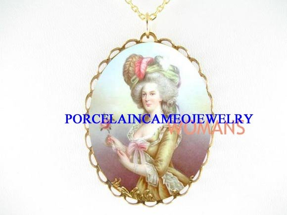 QUEEN MARIE ANTOINETTE ROSE CAMEO PORCELAIN NECKLACE