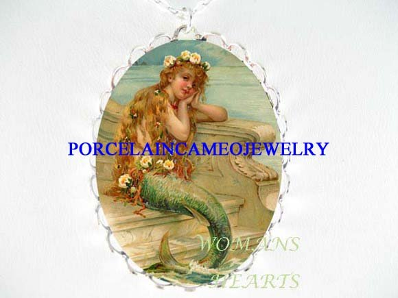 VINTAGE VICTORIAN MERMAID PORCELAIN CAMEO NECKLACE