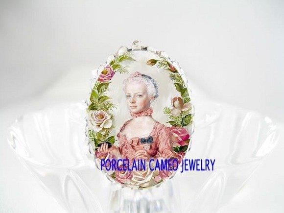 QUEEN MARIE ANTOINETTE ROSE CAMEO PORCELAIN RING 5-9