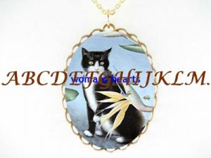 BLACK & WHITE CAT WITH BEE PORCELAIN CAMEO NECKLACE