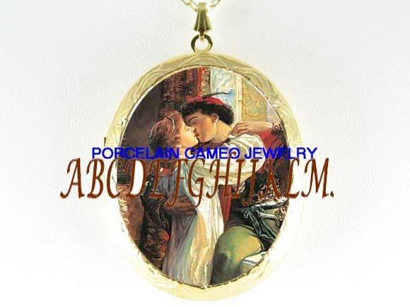 ROMEO KISSING JULIET PORCELAIN CAMEO LOCKET NECKALCE