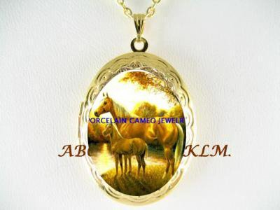 MARE & FOAL HORSE CUDDLING PORCELAIN CAMEO SMALL VINTAGE LOCKET