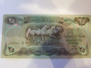 25 Iraqui Dinara bill.