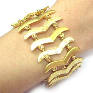 Gold Link Bracelet  (lib)