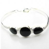 White Cooper with Silver Plated Bracelet With BLACK ONYX    (lib)