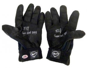 Kevin Kouzmanoff Signed Pair of Game Used Batting Glove (ELITE)