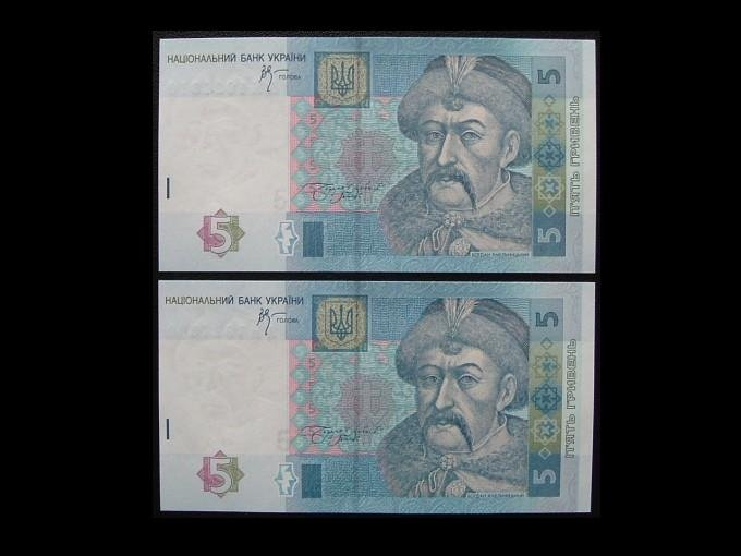UKRAINE PAIR OF FIVE  HRYVNIA MINT UNCIRCULATED BANKNOTES