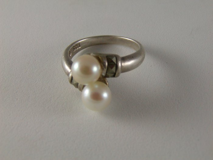 VINTAGE STERLING SILVER PEARL MARCASITES RING SIZE 7