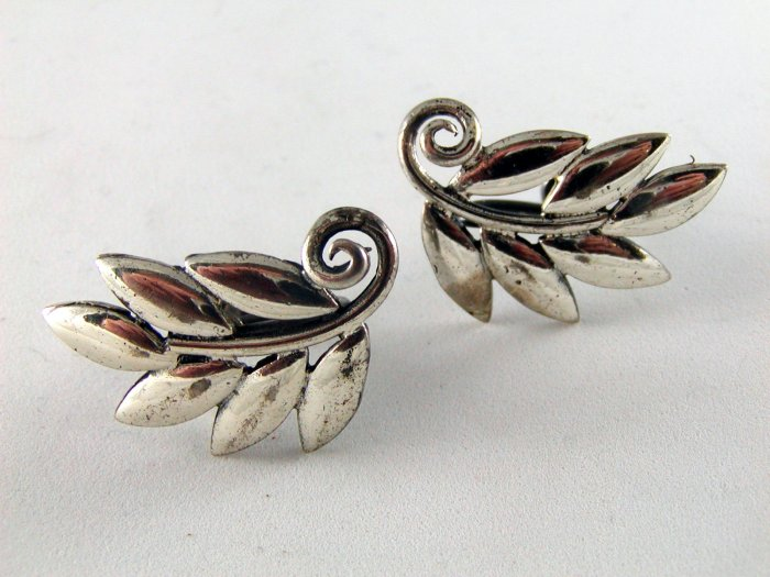 VINTAGE STERLING SILVER SCREW BACK EARRINGS