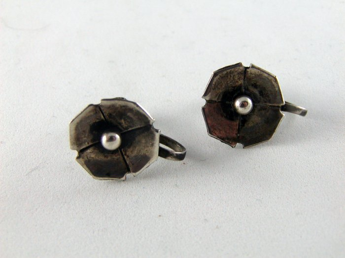 VINTAGE STERLING SILVER SCREW BACK FLOWER EARRINGS