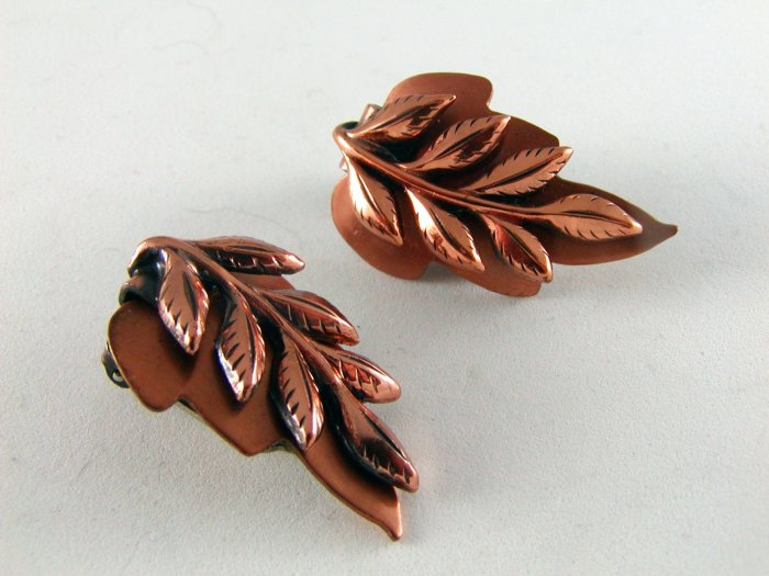 VINTAGE RENOIR LEAF LEAVES COPPER CLIP ON EARRINGS