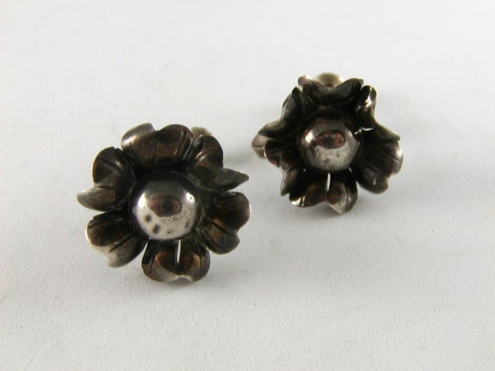 VINTAGE MEXICAN STERLING SILVER FLOWER EARRINGS SIGNED