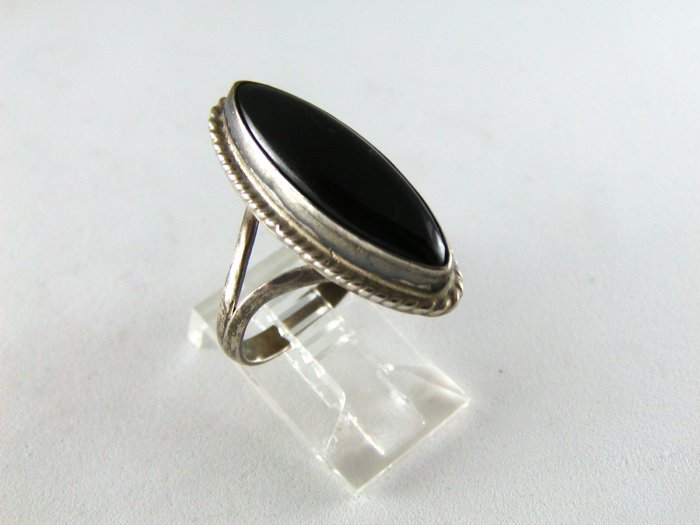 NATIVE AMERICAN STERLING SILVER BLACK ONYX RING SZ 7 1/2