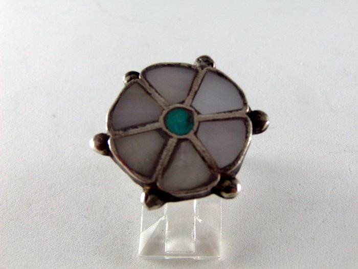 VINTAGE NATIVE AMERICAN ZUNI STERLING SILVER MOTHER OF PEARL TURQUOISE RING SZ 7