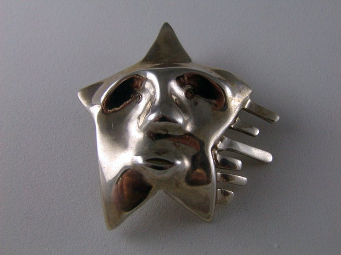 VINTAGE STERLING SILVER STAR FACE BROOCH VERY ODD UNUSUAL