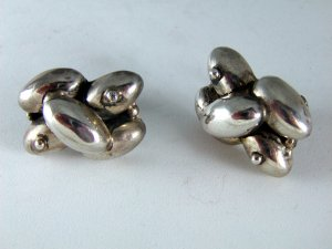 VINTAGE MEXICAN MEXICO SIGNED STERLING SILVER SCREW BACK EARRINGS