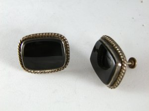 VINTAGE NATIVE AMERICAN STERLING SILVER BLACK ONYX SCREW BACK EARRINGS