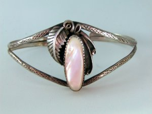VINTAGE NATIVE AMERICAN STERLING SILVER PLATERO PINK MOTHER OF PEARL BRACELET