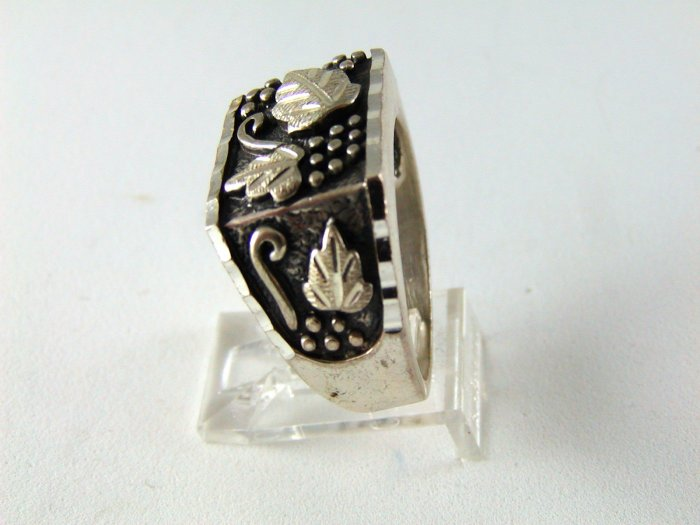 VINTAGE STYLE GRAPE LEAVES STERLING SILVER RING SZ 10 1/4