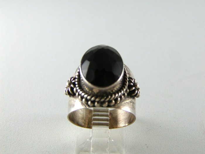 GOTHIC RENAISSANCE VINTAGE STYLE STERLING SILVER BLACK ONYX RING SZ 7