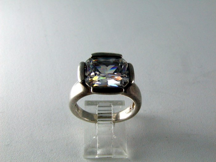 VINTAGE STERLING SILVER BLING BLING CZ RING SIZE 8