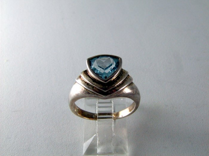 VINTAGE STYLE STERLING SILVER BLUE TOPAZ RING SIZE 8