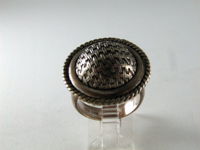GOTHIC RENAISSANCE STYLE STERLING SILVER RING SIZE 7 1/2