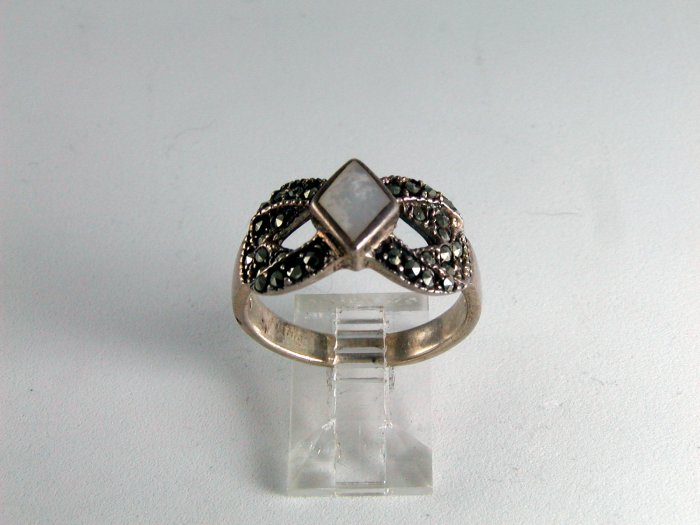 VINTAGE STYLE STERLING SILVER MOTHER PEARL MARCASITES RING SIZE 10