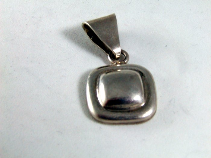 VINTAGE MEXICAN MEXICO TAXCO STERLING SILVER PENDANT