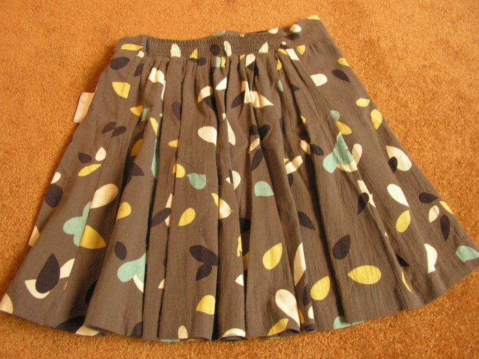 Girl's flower pleated skirt size 14 NWT